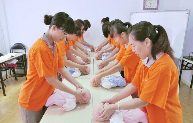 目前总部拥有标准化的月嫂培训学校,专业化的客服中心,是北京地区多家